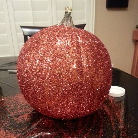 Celebrity Trainer Heidi Powell's awesome glitter pumpkins. See more at https://heidipowell.net/?p=4142