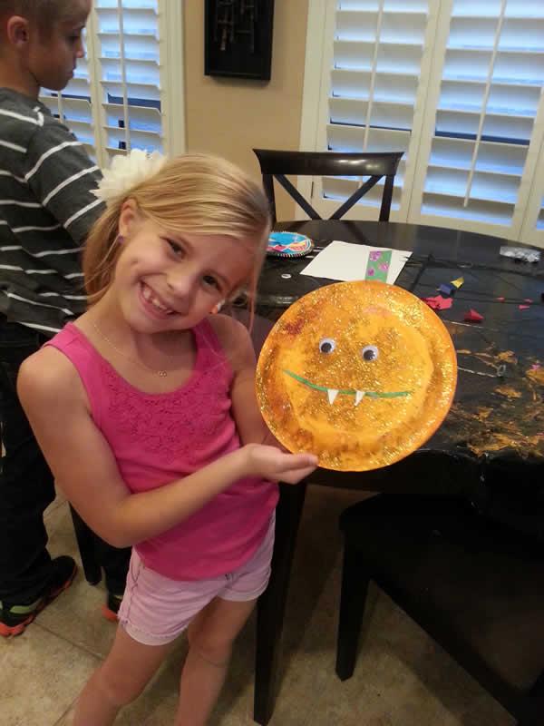 Celebrity Trainer Heidi Powell's kids making Halloween Masks https://heidipowell.net/4029