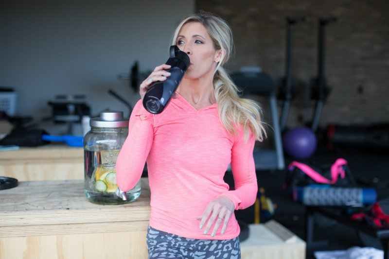 10 TIPS TO CRUSH THOSE CRAVINGS?FOR GOOD with Heidi Powell.